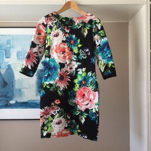 Ολοκαίνουργιο H&M floral φόρεμα