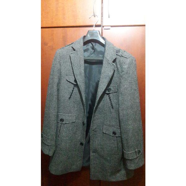 βγαίνει με ένα παλτό Burberry ραντεβού ιστοσελίδα Ασιάτης/ισσα παιδιά