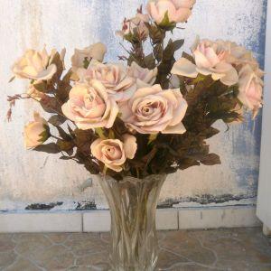 Βάζο CHARME Γαλλικό, ύψος 30 cm, κρύσταλλο, μαζί με δέκα ψεύτικα τριαντάφυλλα.