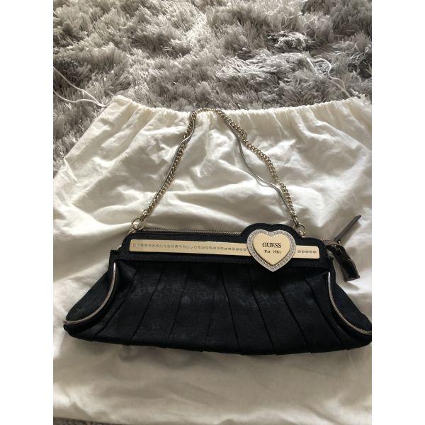 769c3ee5ca0 Τσάντα φάκελος guess μαύρο χρυσό συλλεκτικό - € 40 - Vendora.gr