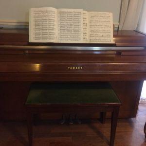 Πιάνο YAMAHA μεταχειρισμένο, σε ΑΡΙΣΤΗ κατάσταση ΠΩΛΕΙΤΑΙ, δεκτός κάθε έλεγχος
