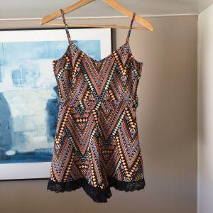 Καινούργια H&M ολόσωμη φόρμα με δαντέλα