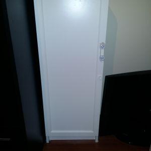 Λευκό ντουλάπι αποθήκευσης και 2 κώμοδινα σε χρωμά βεγκε