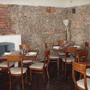 Καρέκλες και τραπέζια εστιατορίου εσωτερικού  και εξωτερικού χώρου