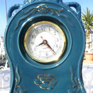 Επιτραπέζιο σκαλιστό αντικέ ρολόι από πορσελάνη, μπλε χρώμα, σπάνιο κομμάτι, 100 ετών