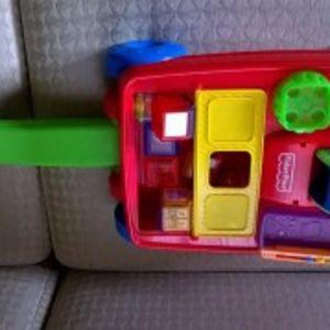 fisher price παιχνιδι-καροτσι με κυβους και ηχους
