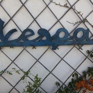 Χειροποίητο ξύλινο λογότυπο VESPA
