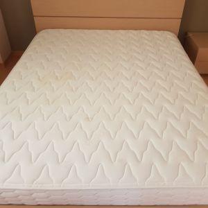 Υπέρδιπλο κρεβάτι με Κομοδίνο