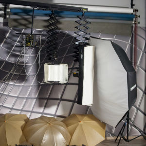 studio ΠΩΛΕΙΤΑΙ όλος ο εξοπλισμός, γεννήτρια balcar 2400 watt με 3 κεφαλές soft box, ομπρέλες, ανακλαστήρες.