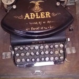 Συλλεκτική γραφομηχανή Adler