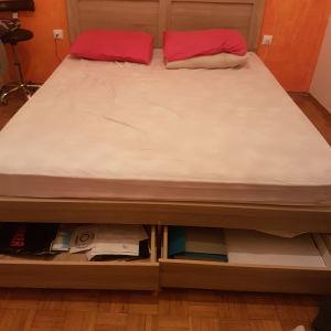 Κρεβάτι διπλό με στρωμα αγορασμενο πριν 5 μήνες