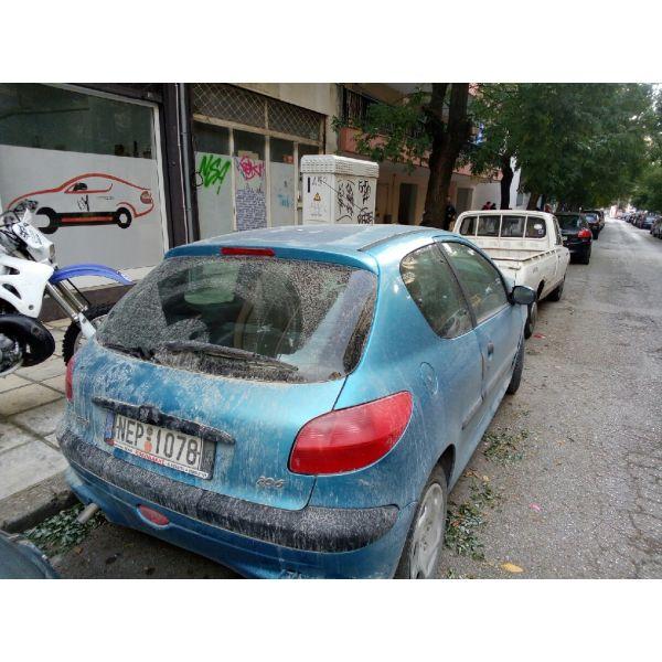 polite 700 evro trakarismeno Peugeot 206