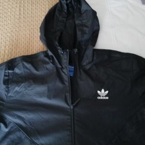 a316d2466c8 Πωλείται αντιανεμικό μπουφάν Adidas