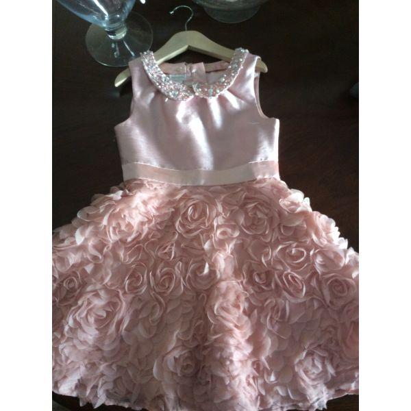 Φορέματα ροζ για κοριτσάκι 122-128 - αγγελίες σε Καλλιθέα - Vendora.gr 32718a02a60