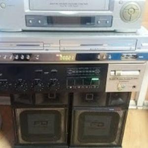 Ενισχυτής pioner τετρακάναλος dvd cd  video lg με κοντρολ  kai   βίντεο φιλιπς με δυο ηχεία παίζει μουσική καλής ποιότητας ακόμη και με αυτά τα ηχεία ολα 120
