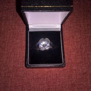 Ασημένιο Δαχτυλίδι σε Αντικέ Στυλ με Πολύ Μεγάλη Λευκή Πέτρα Ζιργκόν (CZ) 0be556a1000